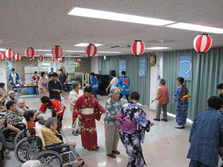 夏祭り 盆踊り風景